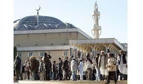 করোনার মধ্যেও ইতালির মসজিদগুলোতে মুসল্লিদের ঢল
